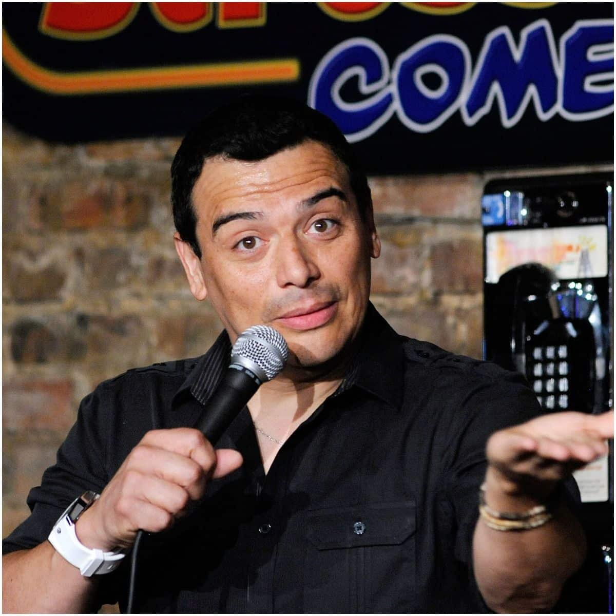 Carlos Mencia height
